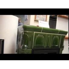 Керамическая печь BRITANIA KI, с кафельным цоколем, с допуском воздуха (зеленый)